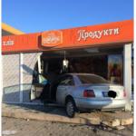 В Ровно водитель на еврономерах протаранил хлебный магазин