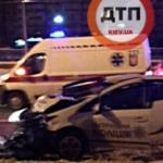 ДТП с пострадавшими в Киеве: полицейские протаранили эвакуатор