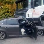 На Киевщине Volkswagen врезался в грузовик: водитель погиб на месте