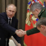Министр Шойгу 20 лет назад сдавал Крым, а сейчас Курилы…