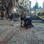 В Киеве пьяная компания устроила драку и напала на полицейских