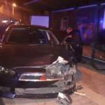В Мариуполе авто влетело в остановку: среди пострадавших – ребенок