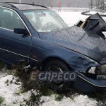 Подрезала «Газель»: в Киеве BMW снес столб