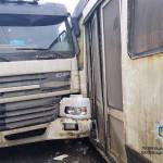 В Харькове троллейбус не разминулся с фурой