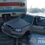 На Харьковщине поезд протаранил легковушку: водитель погиб