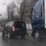 В Киеве грузовик протаранил  Land Rover