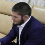 Боец Хабиб Нурмагомедов возмутился спектаклем с полуобнаженной актрисой