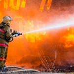 В Киеве пожарные спасли из огня двух человек