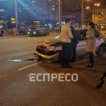 В Киеве водитель отвлекся на навигатор и разбил два авто
