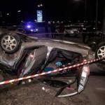В Киеве авто врезалось в столб и перевернулось