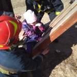 В Киеве ребенок застрял между деревянными рейками на спортплощадке