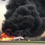 Пожарные начали тушить Sukhoi Superjet-100 через 2 минуты после посадки