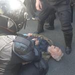 В Петербурге пожилой мужчина потерял сознание при задержании на шествии