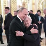 Трогательное фото Путина  с учительницей покорило пользователей Сети