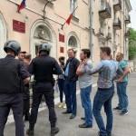 На выборах в Петербурге пролилась первая кровь
