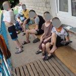 Свитер-смирительная рубашка и антисанитария: как живут дети в интернате Днепра