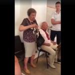 И смех, и грех: пенсионерка пыталась съесть бюллетень на выборах в Раду