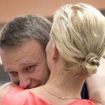 Признания из ОВД: Навальный не собирался на питерский митинг из-за жены