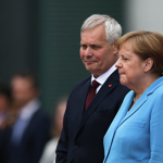 Эксперт прочитала по губам, что шептала Меркель во время приступа (ВИДЕО)