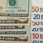 Банк России резко повысил официальные курсы доллара и евро