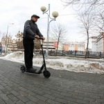 ГИБДД начала опрос о необходимости внести водителей электросамокатов в дорожные правила