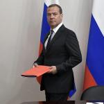 Медведев: В США с импичментом Трампа «зарубились не на шутку»