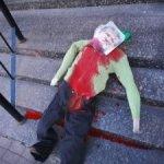 Неизвестные в камуфляже убили чучело Коломойского прямо перед синагогой